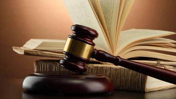 Судебные принадлежности, молоток и книги, на столе - Sputnik Абхазия