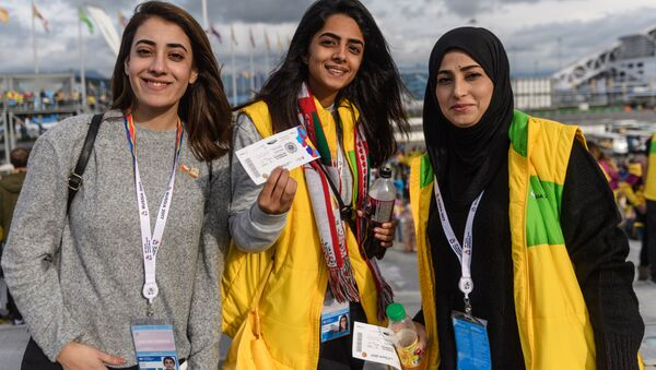 Участники XIX Всемирного фестиваля молодежи и студентов в Олимпийском парке в Сочи - Sputnik Абхазия
