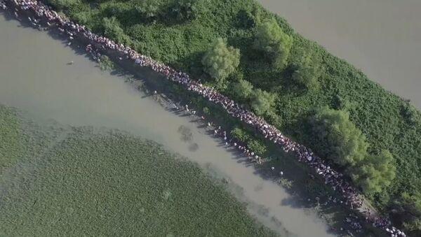 Тысячи беженцев рохинджа пытаются покинуть Мьянму на границе с Бангладеш - Sputnik Абхазия