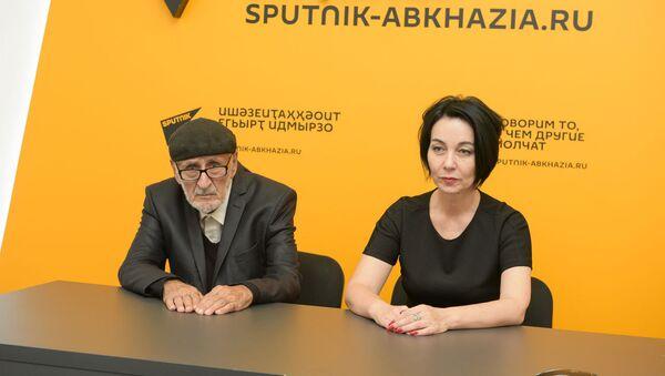 Ермолай Аджинджал и Эмма Ходжава - Sputnik Аҧсны