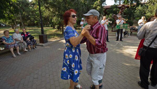 Пожилая пара - Sputnik Абхазия
