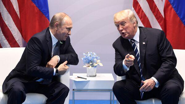 Президенты России и США Владимир Путин и Дональд Трамп - Sputnik Абхазия