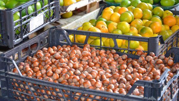 Продажа ореха на рынке - Sputnik Аҧсны