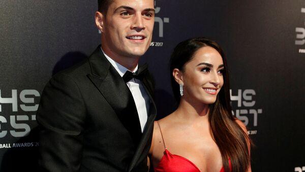 Полузащитник лондонского Арсенала Гранит Джака с женой Леонитой Лекай на церемонии награждения премией The Best по версии ФИФА в Великобритании - Sputnik Абхазия