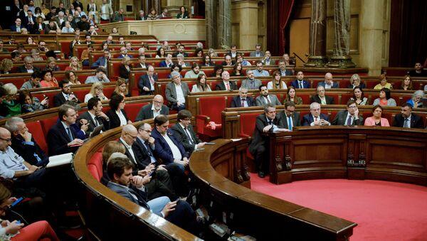 Парламент Каталонии обсудил ответные меры на действия Мадрида - Sputnik Абхазия