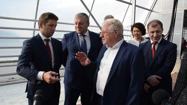 Инвестпрограмма в действии: участники форума осмотрели теплицы в Кындыге - Sputnik Абхазия
