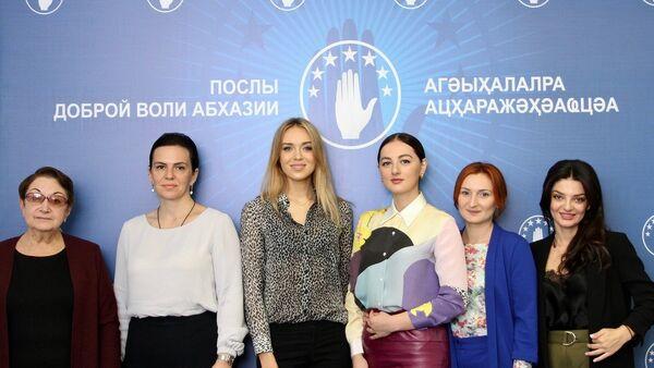 Нателла Акаба, Эльвира Арсалия, Ксения Сухинова, Илона Ардзнба,Камма Гопия, Амина Лазба - Sputnik Абхазия