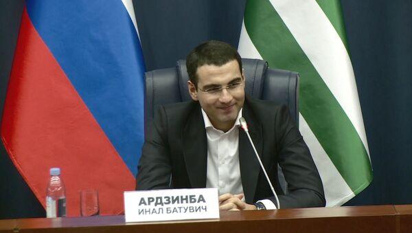 Будущее в культуре: Инал Ардзинба рассказал о значении абхазского языка - Sputnik Абхазия