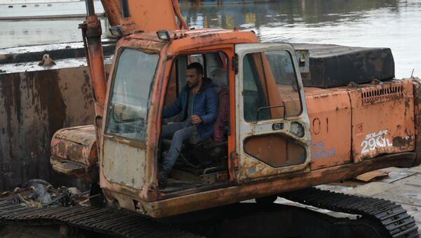 Опустить дно: как углубляют акваторию в Сухумском порту - Sputnik Абхазия