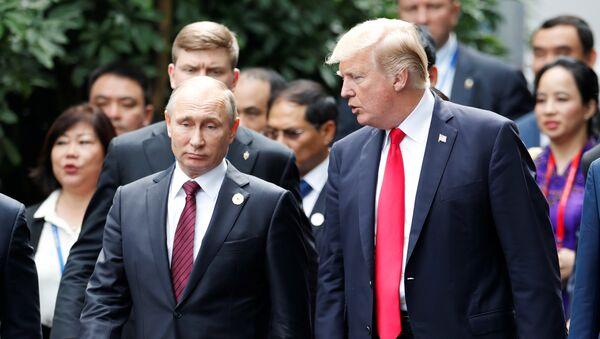 Владимир Путин и Дональд Трамп на саммте АТЭС во Вьетнаме - Sputnik Аҧсны