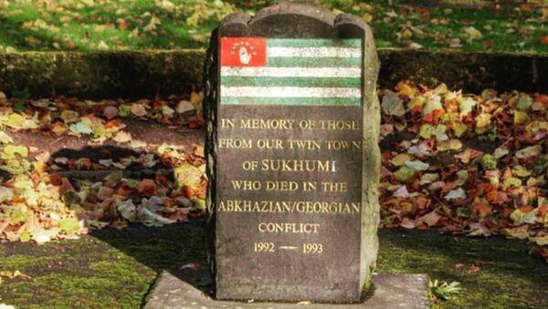 Мемориал в шотландском городе Килмарнок, установленный в память об абхазских воинах, погибших в результате агрессии Грузии в 1992-1993 годах - Sputnik Абхазия