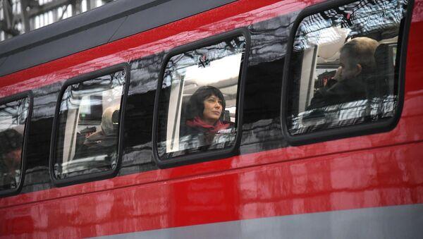 Пассажиры в вагоне двухэтажного поезда - Sputnik Аҧсны