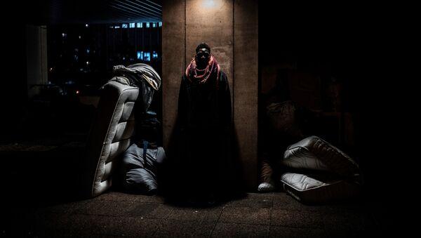 Минорная постановка в импровизированном лагере, где спит этот человек. Лион. Франция - Sputnik Абхазия