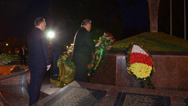 Барон Вака на возложение цветов в Парке Славы - Sputnik Абхазия