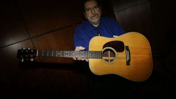 Проданная с молотка гитара Боба Дилана - Sputnik Аҧсны