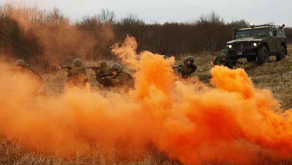Российские военнослужащие ЮВО в Абхазии в ходе тренировки преодолели свыше 20 км зараженных участков местности - Sputnik Аҧсны