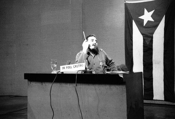 Фидель Кастро во время одной из своих длительных неофициальных передач для кубинского народа - Sputnik Абхазия