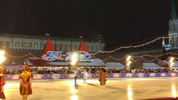 Навка и Чернышев выступили на открытии катка на Красной Площади - Sputnik Абхазия