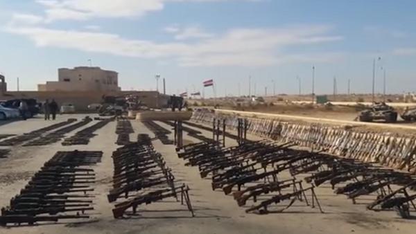 Сирийская военные показали арсенал оружия, захваченный у боевиков ИГ* - Sputnik Абхазия