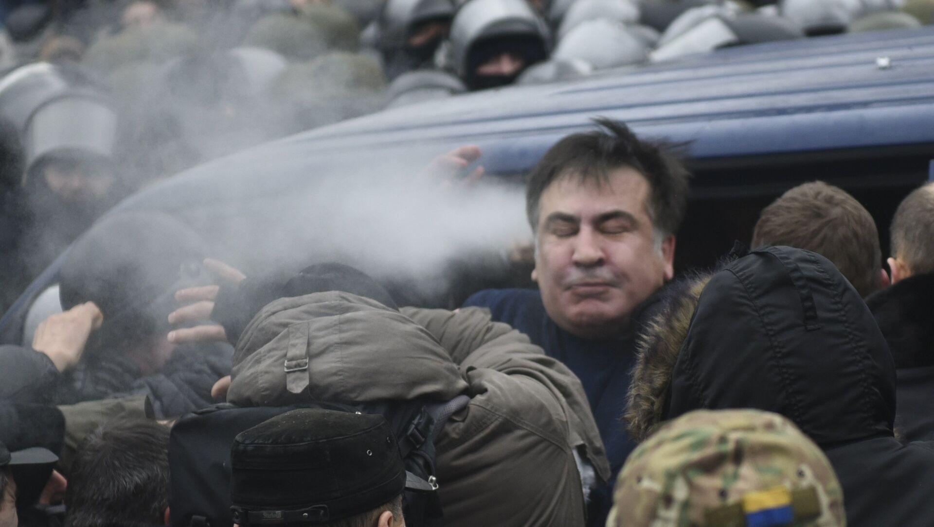 Сторонники Михаила Саакашвили освобождают политика в Киеве  - Sputnik Абхазия, 1920, 02.10.2021
