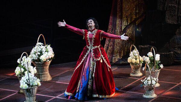 Алиса Гицба исполняет роль Леоноры в серии спектаклей Трубадур  - Sputnik Абхазия