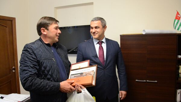 Спасибо за Викторию: жителей села Лыхны наградили за спасение леопарда - Sputnik Абхазия