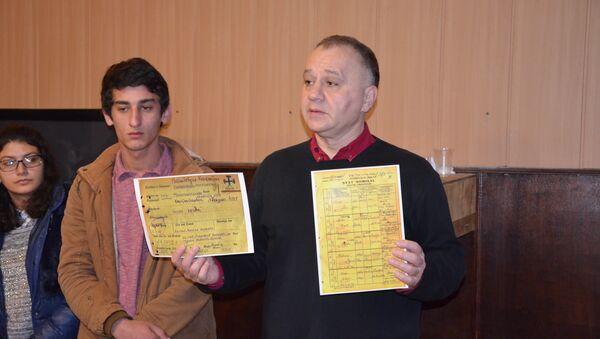 Григрий Скворцов с волонтерами акции Возвращение имени - Sputnik Абхазия