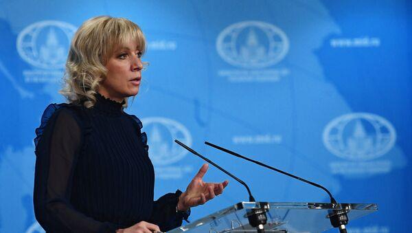Официальный представитель министерства иностранных дел России Мария Захарова во время брифинга в Москве - Sputnik Аҧсны