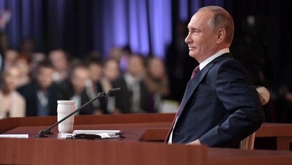 Президент РФ Владимир Путин во время большой ежегодной пресс-конференции - Sputnik Абхазия