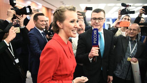 Телеведущая Ксения Собчак, заявившая о намерении баллотироваться на пост президента России, перед началом ежегодной большой пресс-конференции президента РФ Владимира Путина - Sputnik Аҧсны