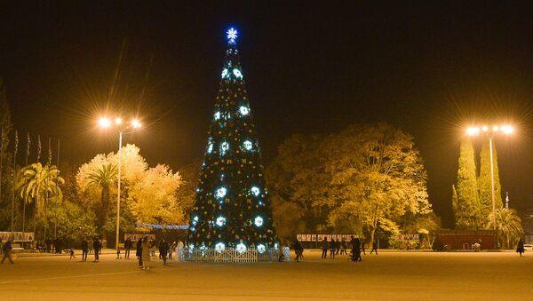 Новогодняя елка в Сухуме - Sputnik Аҧсны