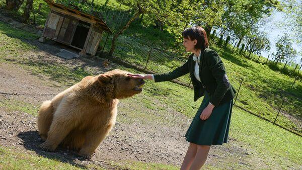 Амра Амичба и медведь - Sputnik Абхазия