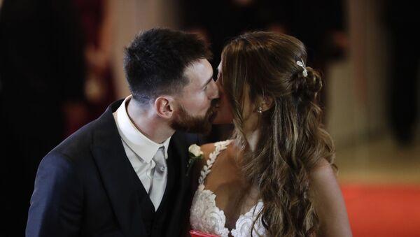 Лионель Месси и Антонелла Рокуццо в день бракосочетания - Sputnik Абхазия