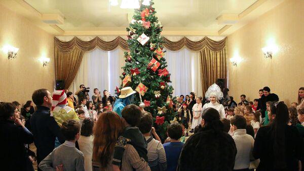 Новогодняя елка в Доме Москвы - Sputnik Аҧсны