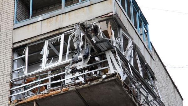 Жилой дом в центре города Ясиноватая в Донецкой области, пострадавший в результате обстрела - Sputnik Аҧсны
