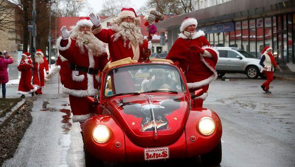 Парад Санта-Клаусов в Раквере - Sputnik Абхазия