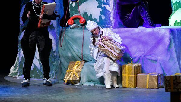 Спектакль Снежная принцесса на сцене Русского драматического театра имени Искандера - Sputnik Абхазия
