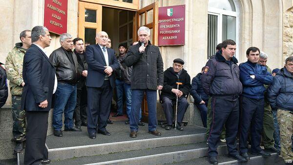 Митинг у здания парламента - Sputnik Абхазия