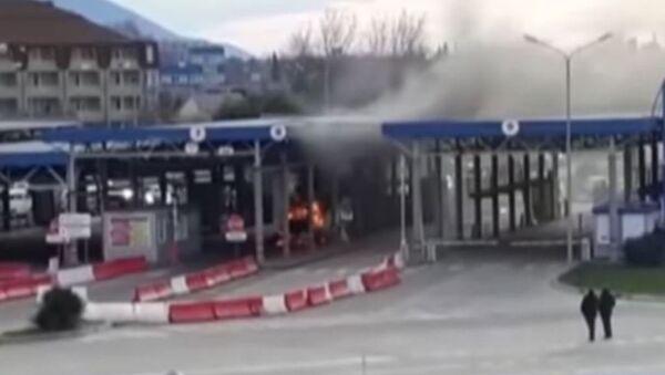 В Сочи на границе сгорел автомобиль - Sputnik Абхазия