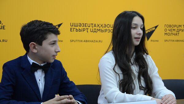 Участники Ты супер! Танцы о проекте: сломались, но без танцев жизнь бессмысленна - Sputnik Абхазия