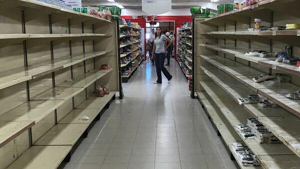 Полки супермаркета в Каракасе - Sputnik Аҧсны