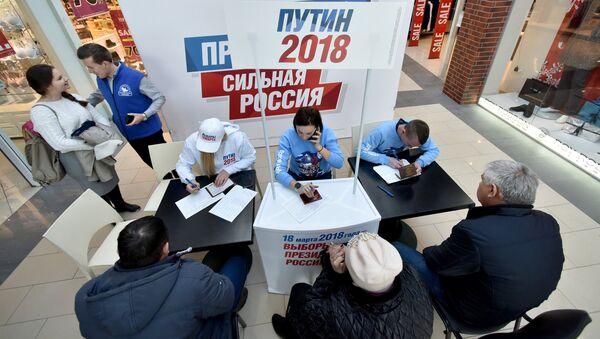 Сбор подписей в Симферополе в поддержку выдвижения В. Путина на президентских выборах - Sputnik Аҧсны