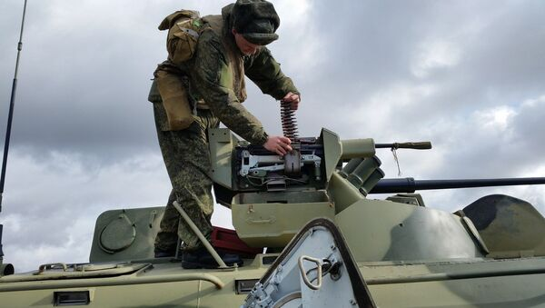 Российские военнослужащие ЮВО в Абхазии с боевой стрельбой отработали тактику обороны в горах - Sputnik Абхазия
