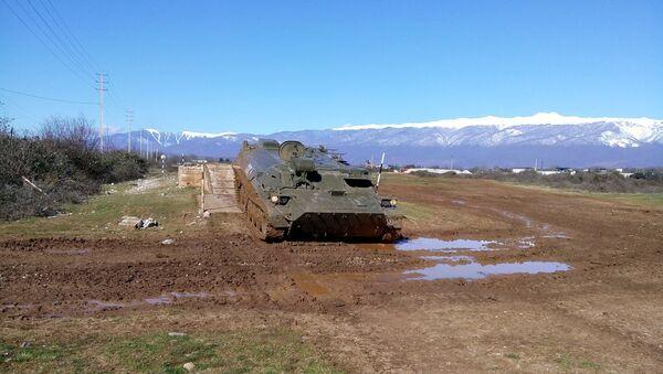 Российские расчеты ракетных комплексов Штурм-С ЮВО в Абхазии в ходе тренировки поразили группу бронетехники противника - Sputnik Аҧсны