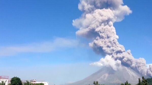 Около 40 тысяч филиппинцев покинули дома из-за угрозы извержения вулкана Майон - Sputnik Абхазия