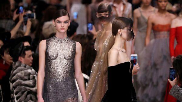 Показ коллекции Мария Грация Кьюри на Неделе высокой моды в Париже - Sputnik Абхазия