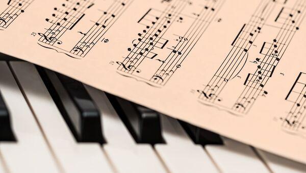 Ноты на клавишах фортепиано - Sputnik Аҧсны