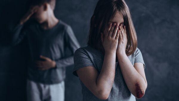 Плачущие дети, подвергавшиеся насилию - Sputnik Абхазия