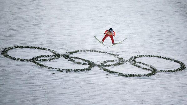 Дмитрий Васильев (Россия) в финале командных соревнований по прыжкам с большого трамплина - Sputnik Аҧсны