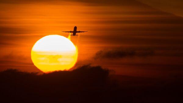 Летящий самолет в Сочи - Sputnik Абхазия